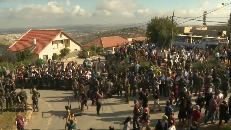 الشرطة الإسرائيلية تخلي مباني مستوطنين في الضفة الغربية المحتلة