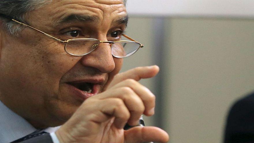 وزير الكهرباء المصري محمد شاكر خلال مؤتمر صحفي في صورة من أرشيف رويترز.