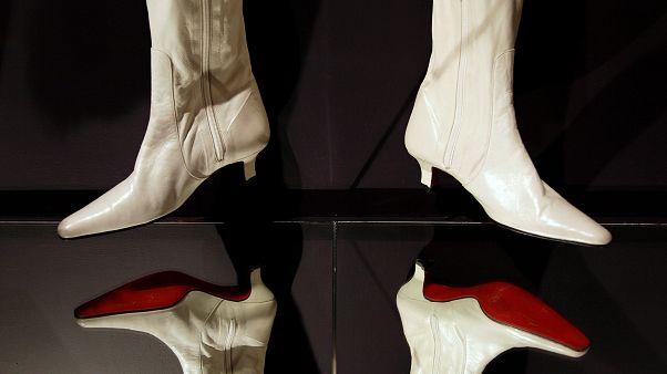 Η κόκκινη σόλα στα ψηλοτάκουνα είναι Louboutin