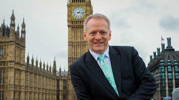 """Demissão em protesto contra lei do """"Brexit"""""""