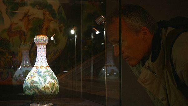 Francia: vaso cinese trovato in soffitta venduto per 16,2 milioni