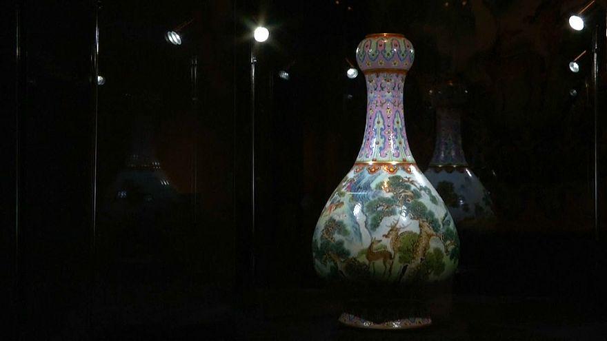 Vaso chinês do século XVIII vendido por mais de 16 milhões de euros