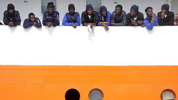 """La política migratoria europea encalla en el """"Aquarius"""""""