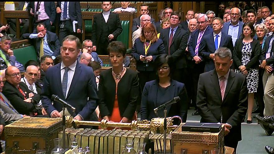 May consigue por la mínima que el Parlamento no tenga el control sobre el Brexit