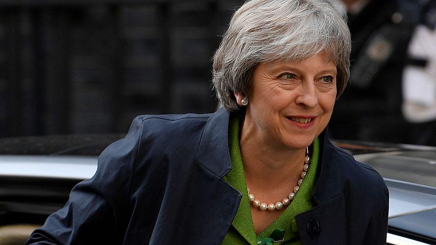 Großbritannien: Theresa May entgeht Brexit-Niederlage
