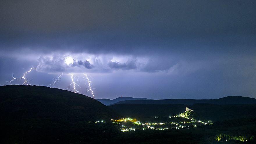 Több tízezer fogyasztónál nincs áram Magyarországon
