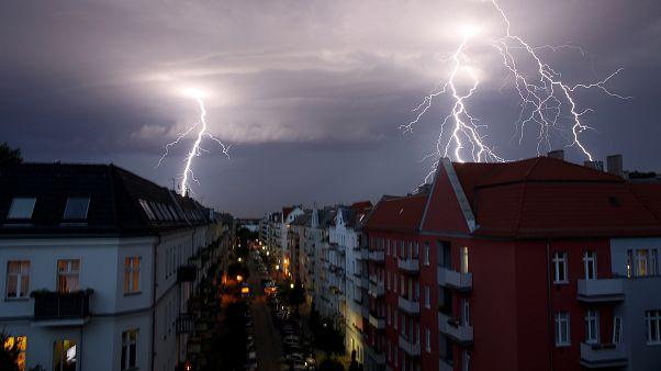 Több tízezer háztartásban nincs áram a vihar után