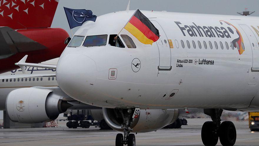 Seleção alemã aterra em Moscovo para defender o título
