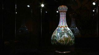 Ayakkabı kutusunda saklanan vazo 16 milyon Euro'ya satıldı