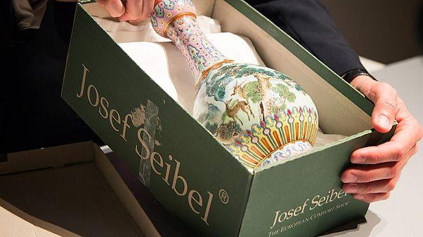 Βάζο που βρέθηκε σε κουτί παπουτσιών πωλήθηκε για 16 εκ. ευρώ