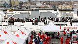Catania, 900 migranti sbarcano da nave Guardia costiera