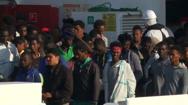 Llega a Catania un barco con 932 inmigrantes