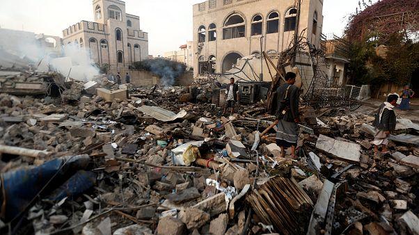 Lebombázott épületek Jemenben, 2018. június 6-án