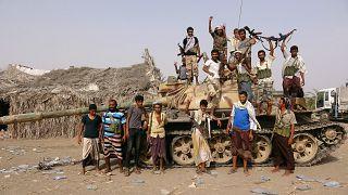 Archivbild: Regierungstreue Stammeskämpfer in der Nähe von Hudaida