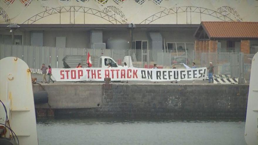 کشتی نجات حامل صدها پناهجو در کاتانیای ایتالیا پهلو گرفت