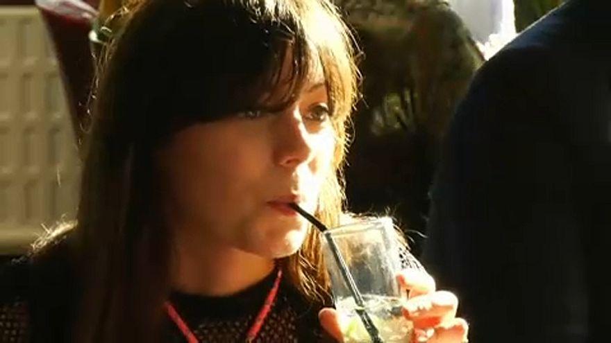 """شاهد: سلسلة حانات بريطانية تضع قائمة مشروبات خاصة بـ""""بريكست"""""""