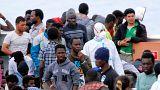932 migrantes desembarcam em Itália