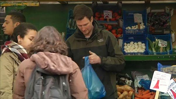 UK: Cala la sterlina per i dati sull'inflazione più bassa del previsto