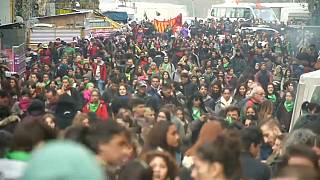 وسط جدل شعبي برلمان الأرجنتين يصوت على تشريع يقنّن الإجهاض