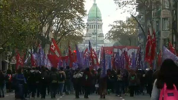 Az abortusztörvény lazításáról vitázik az argentin parlament