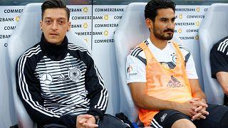 Auch bei der WM Pfiffe gegen Özil und Gündogan?