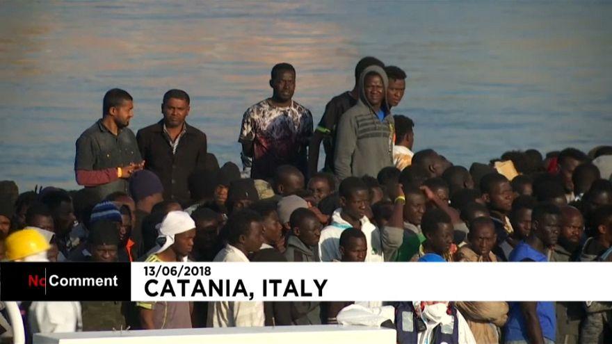 Italie : plus de 900 migrants débarquent en Sicile
