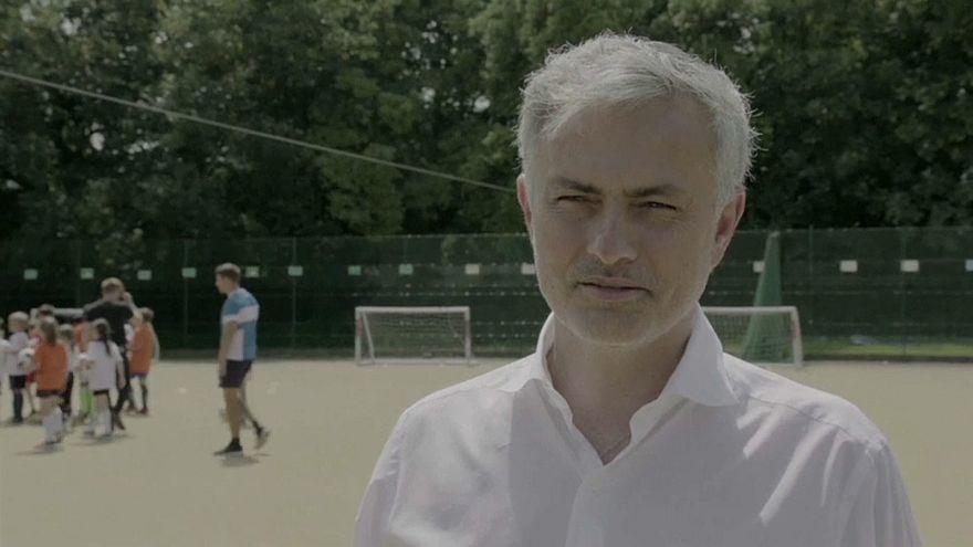 José Mourinho volta à escola antes de rumar ao Mundial