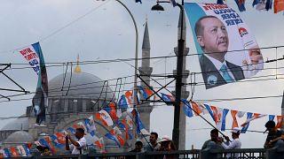 استطلاع يظهر تراجع شعبية إردوغان واضطراره لجولة انتخابات ثانية