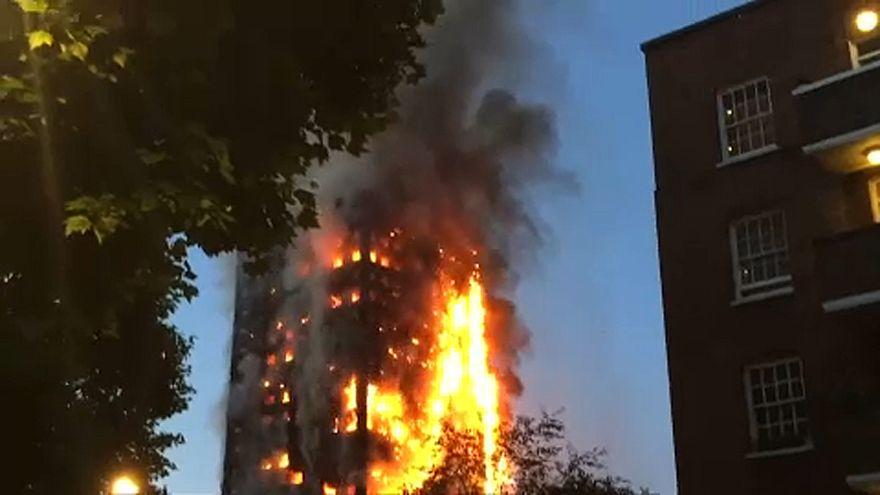 Megemlékezés a leégett Grenfell-torony évfordulóján