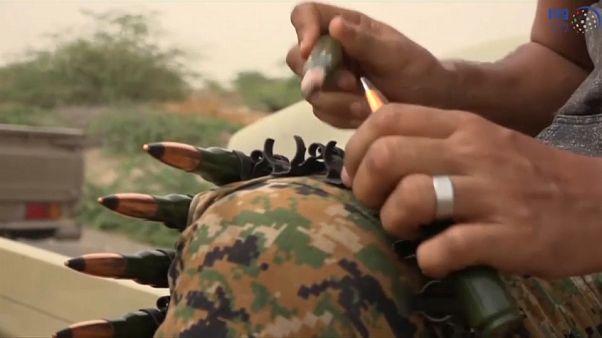 فرار مدنيين إثر غارات جوية لقوات التحالف تستهدف الحديدة في اليمن