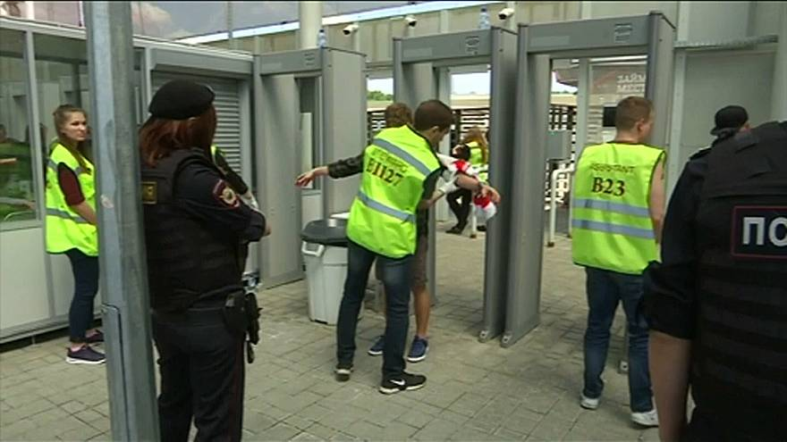 Polícia russa supervisiona adeptos de futebol