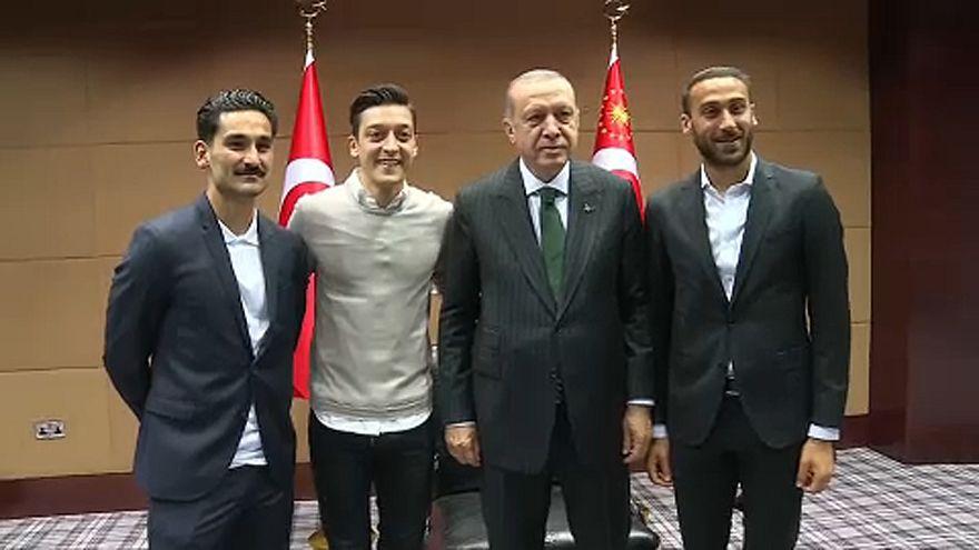 VB 2018: Özil és Gündogan miatt magyarázkodott Löw