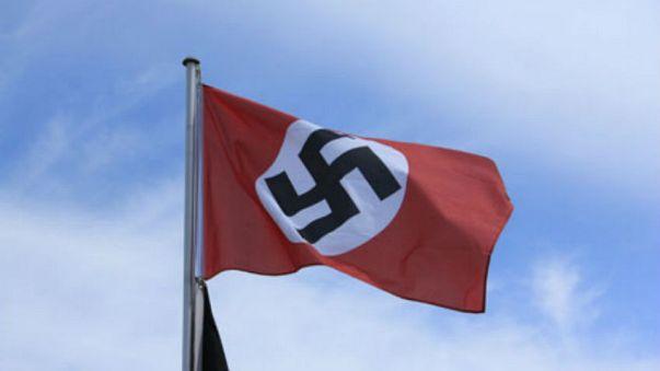Avustralya askerleri Afganistan'da Nazi bayrağı açtı