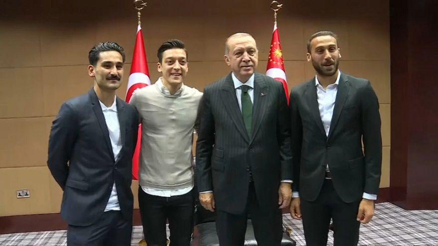"'Caso Erdogan', Löw: ""Gündogan e Özil si aspettino fischi"""