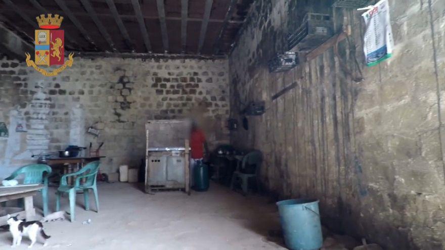 Caporalato: arrestati due siciliani che sfruttavano lavoratori immigrati