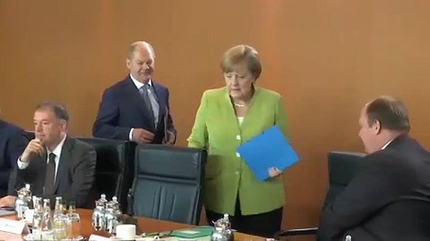 Eldurvult Merkel és Seehofer vitája