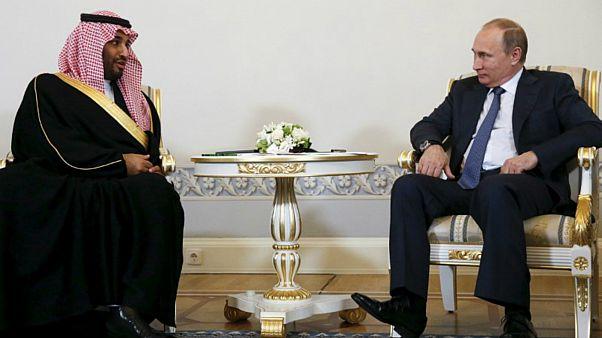 ولي العهد السعودي يلتقي بوتين ويوقع على الكرة التذكارية للمونديال