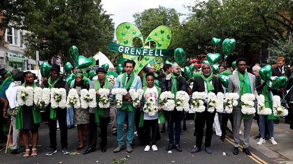 Le Royaume-Uni rend hommage aux victimes de la tour Grenfell