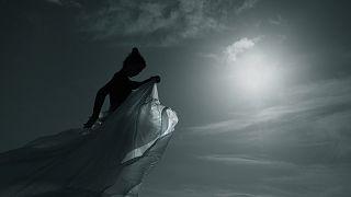 Ο Αλέξης Τσιάμογλου, μια χορεύτρια και 500 μπαλάκια πινγκ πονγκ