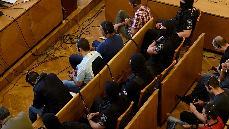 Kamyon kasasında boğularak ölen 71 göçmen için ceza yağdı