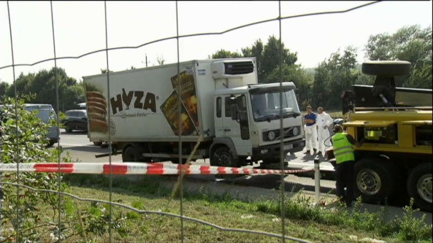 Condenados a 25 años de cárcel cuatro hombres por dejar morir a 71 personas encerradas en un camión en Austria