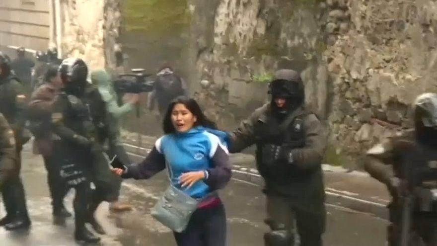 Violentos enfrentamientos entre estudiantes y policía en Bolivia