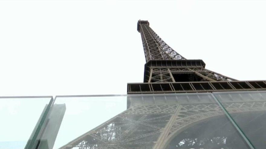 Barriere di vetro a proteggere la Torre Eiffel