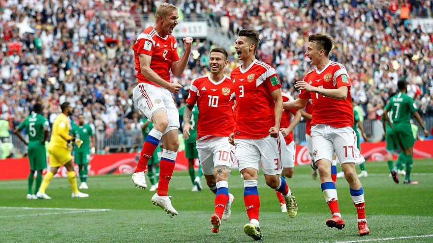 Rússia vence Arábia Saudita por 5-0