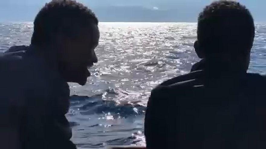 Μετανάστες εν πλω Aquarius που τους μεταφέρει στη Βαλένθια