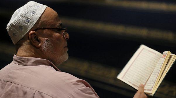 """Vádat emeltek a """"muszlimbüntető napot"""" kezdeményező férfi ellen"""