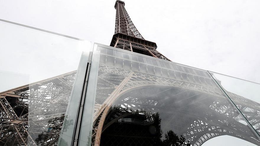 Golyóálló üveget kapott az Eiffel torony