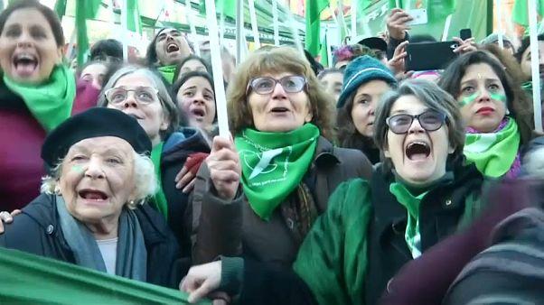 Argentina: primo sì all'aborto legale