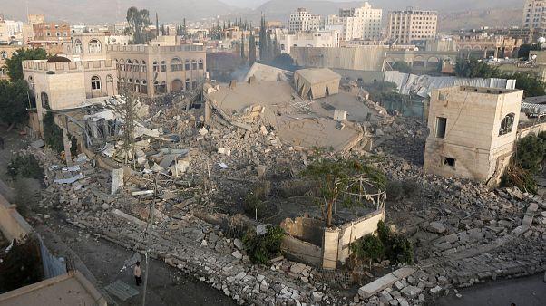 التحالف في اليمن يمضي في السيطرة على مطار الحديدة