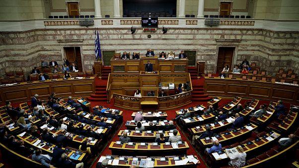 Συνεχίζεται στη Βουλή η συζήτηση για την πρόταση μομφής κατά της κυβέρνησης